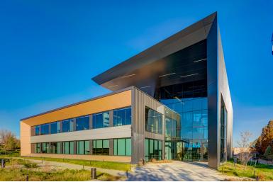 Vẻ đẹp thời thượng của hệ vách mặt dựng nhôm trong thiết kế tòa nhà